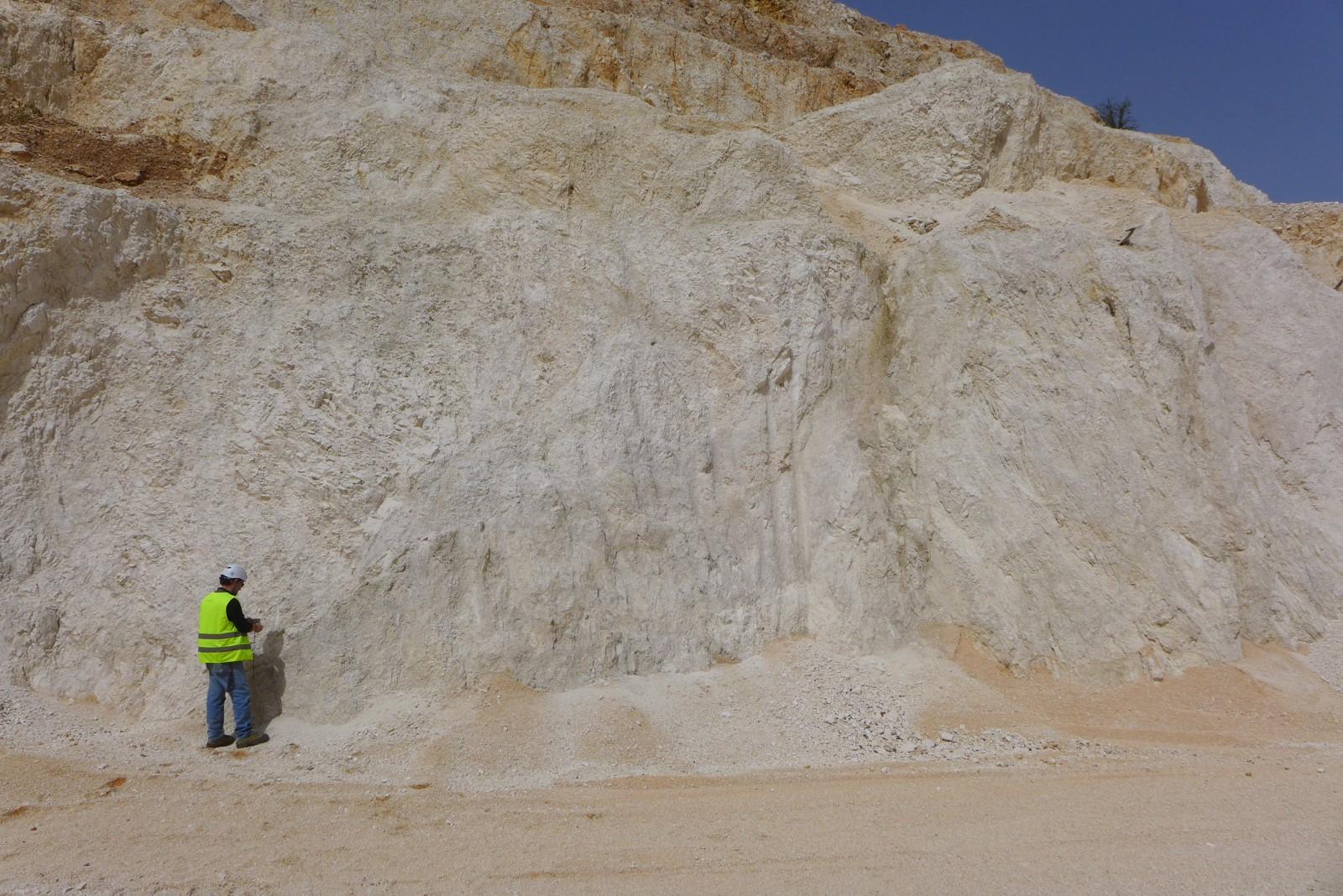 Rilevamento geologico su fronte di cava